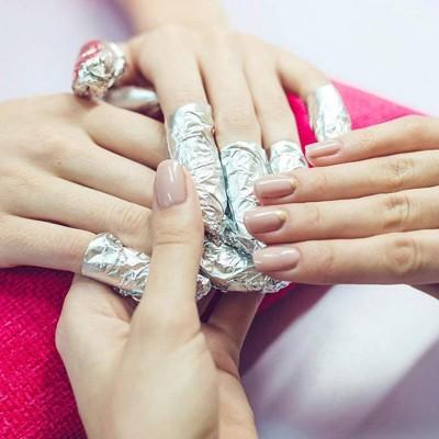 Rimozione + Smalto Semipermanente + Manicure