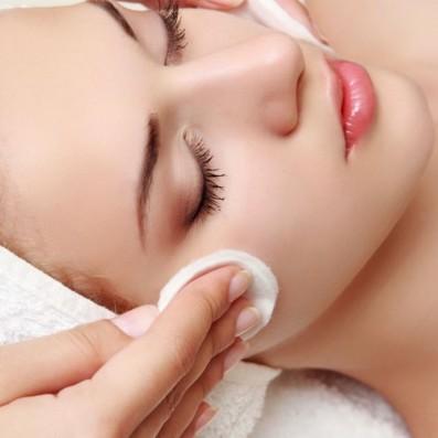 Pulizia Viso Pelle Sensibile Fragile